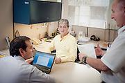 Retratos de trabajadores de Copec para el nuevo portal intranet. Oficinas Centrales COPEC. 16-12-2013 (©Alvaro de la Fuente/Triple.cl)