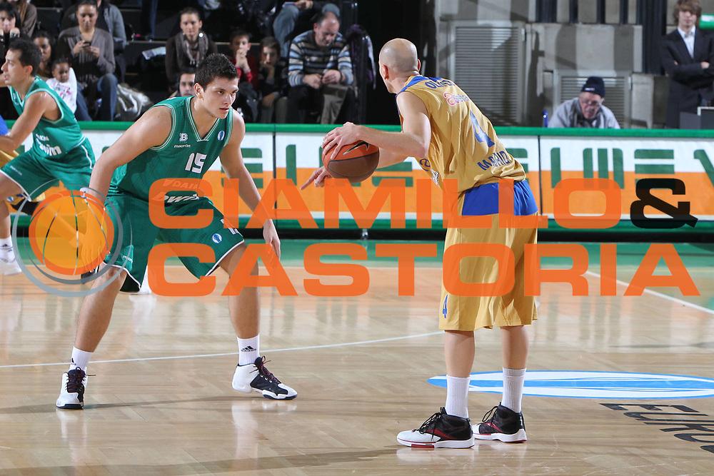 DESCRIZIONE : Treviso Lega A 2010-11 Eurocup Qualifyng Round BWIN Benetton Treviso Asefa Estudiantes Madrid<br /> GIOCATORE : Alessandro Gentile<br /> SQUADRA : BWIN Benetton Treviso Asefa Estudiantes Madrid<br /> EVENTO : Campionato Lega A 2010-2011 <br /> GARA : BWIN Benetton Treviso Asefa Estudiantes Madrid<br /> DATA : 07/12/2010<br /> CATEGORIA : Difesa<br /> SPORT : Pallacanestro <br /> AUTORE : Agenzia Ciamillo-Castoria/G.Contessa<br /> Galleria : Lega Basket A 2010-2011 <br /> Fotonotizia : Treviso Lega A 2010-11 Eurocup Qualifyng Round BWIN Benetton Treviso Asefa Estudiantes Madrid<br /> Predefinita :
