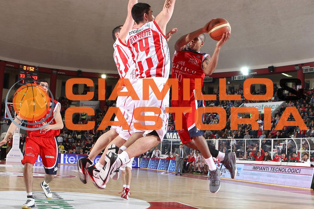 DESCRIZIONE : Teramo Lega A 2010-11 Banca Tercas Teramo Angelico Biella<br /> GIOCATORE : Edgar Sosa<br /> SQUADRA : Angelico Biella<br /> EVENTO : Campionato Lega A 2010-2011<br /> GARA : Banca Tercas Teramo Angelico Biella<br /> DATA : 30/01/2011<br /> CATEGORIA : tiro<br /> SPORT : Pallacanestro<br /> AUTORE : Agenzia Ciamillo-Castoria/C.De Massis<br /> Galleria : Lega Basket A 2010-2011<br /> Fotonotizia : Teramo Lega A 2010-11 Banca Tercas Teramo Angelico Biella<br /> Predefinita :