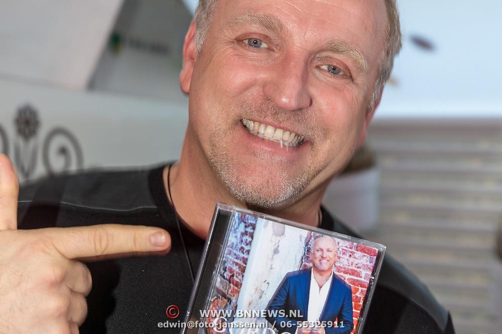 NLD/Blaricum/20161118 - Gordon presenteert nieuwe cd 'Gordon Compleet', Gordon en zijn laatste cd