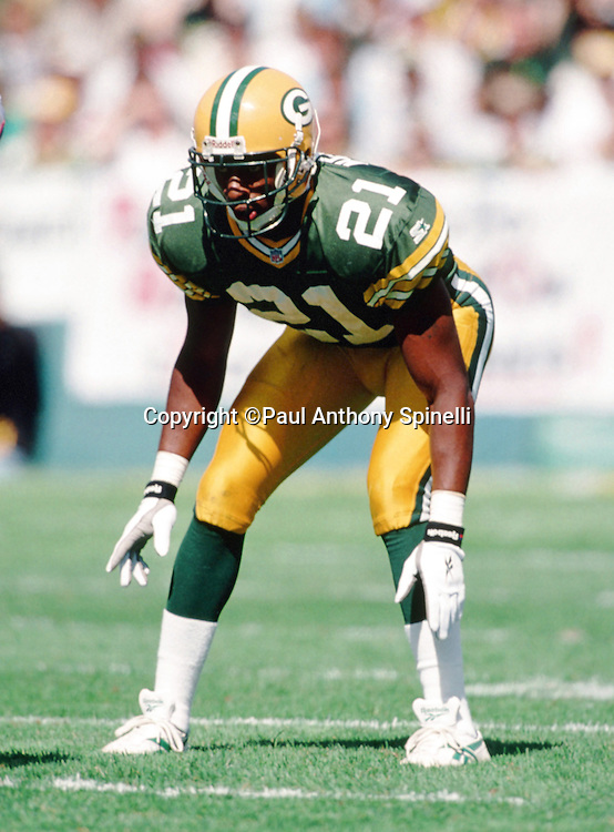 Green Bay Packers cornerback Craig Newsome (21) gets set for the snap during the NFL football game against the New York Giants on Sept. 17, 1995 in Green Bay, Wis. The Packers won the game 14-6. (©Paul Anthony Spinelli)