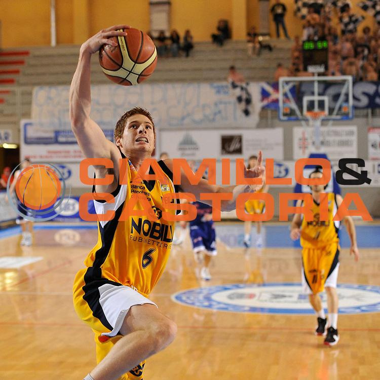 DESCRIZIONE : Castelletto Sopra Ticino LNP A 2009-10 Playoff Nobili SBS Castelletto Amori Fortitudo Bologna<br /> GIOCATORE : Marusic<br /> SQUADRA : Nobili SBS Castelletto<br /> EVENTO : Campionato LNP A 2009-2010<br /> GARA : Nobili SBS Castelletto - Amori Fortitudo Bologna<br /> DATA : 29/04/2010<br /> CATEGORIA : Tiro<br /> SPORT : Pallacanestro <br /> AUTORE : Agenzia Ciamillo-Castoria/D.Pescosolido