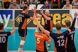 24-09-2016 NED: EK Kwalificatie Nederland - Wit Rusland, Koog aan de Zaan<br /> Nederland wint na een 2-0 achterstand in sets met 3-2 / Jasper Diefenbach #6, Robbert Andringa #18