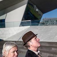 Nederland, Amsterdam, 29 november 2016.<br />Schrijfster Christine Otten en zanger, muziekant Huub van der Lubbe.<br />Christine Otten en Huub van der Lubbe. Otten heeft net een boek gepubliceerd, We hadden liefde, we hadden wapens:<br /><br /><br /><br />Foto: Jean-Pierre Jans