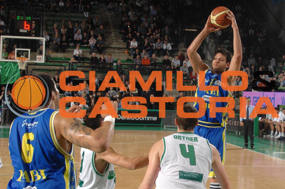DESCRIZIONE : Treviso Lega A 2011-12 Benetton Basket Treviso Fabi Shoes Montegranaro<br /> GIOCATORE : dejan ivanov<br /> CATEGORIA :  rimbalzo<br /> SQUADRA : Benetton Basket Treviso Fabi Shoes Montegranaro<br /> EVENTO : Campionato Lega A 2011-2012<br /> GARA : Benetton Basket Treviso Fabi Shoes Montegranaro<br /> DATA : 24/03/2012<br /> SPORT : Pallacanestro<br /> AUTORE : Agenzia Ciamillo-Castoria/M.Gregolin<br /> Galleria : Lega Basket A 2011-2012<br /> Fotonotizia :  Treviso Lega A 2011-12 Benetton Basket Treviso Fabi Shoes Montegranaro<br /> Predefinita :
