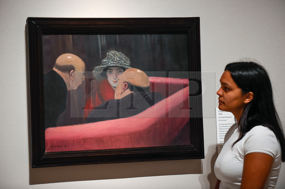 """© Licensed to London News Pictures. 27/06/2019. LONDON, UK.  A staff member views """"Chaste Suzanne (La Chaste Suzanne)"""", 1922, by Félix Vallotton. Preview of """"Félix Vallotton:  Painter of Disquiet"""", an exhibition of paintings and prints Swiss artist Félix Vallotton at the Royal Academy of Arts.  Around 100 works are on show 30 June to 29 September 2019.  Photo credit: Stephen Chung/LNP"""