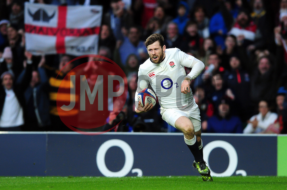 Elliot Daly of England runs in a try in the first half - Mandatory byline: Patrick Khachfe/JMP - 07966 386802 - 26/02/2017 - RUGBY UNION - Twickenham Stadium - London, England - England v Italy - RBS Six Nations Championship 2017.