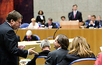 Nederland. Den Haag, 20 september 2007.<br /> Tweede dag algemene politieke beschouwingen in de tweede kamer.<br /> Jacques Tichelaar in gesprek met Alexander Pechtold.<br /> Foto Martijn Beekman <br /> NIET VOOR TROUW, AD, TELEGRAAF, NRC EN HET PAROOL