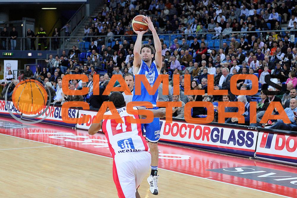 DESCRIZIONE : Pesaro Lega A 2011-12 Scavolini Siviglia Pesaro Banco Di Sardegna Sassari<br /> GIOCATORE : Drake Diener<br /> CATEGORIA : tiro<br /> SQUADRA : Banco Di Sardegna Sassari<br /> EVENTO : Campionato Lega A 2011-2012<br /> GARA : Scavolini Siviglia Pesaro Banco Di Sardegna Sassari<br /> DATA : 22/04/2012<br /> SPORT : Pallacanestro<br /> AUTORE : Agenzia Ciamillo-Castoria/C.De Massis<br /> Galleria : Lega Basket A 2011-2012<br /> Fotonotizia : Pesaro Lega A 2011-12 Scavolini Siviglia Pesaro Banco Di Sardegna Sassari<br /> Predefinita :