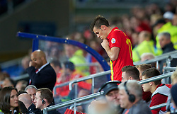 10.09.2013, Stamford Bridge, Cardiff, ENG, FIFA WM Qualifikation, Wales vs Serbien, Rueckspiel, im Bild Wales' Gareth Bale prepares to come on as a substitute against Serbia during the FIFA World Cup Qualifier second leg Match between Wales and Serbia at the Stamford Bridge stadium in Cardiff, Great Britain on 2013/09/10. EXPA Pictures © 2013, PhotoCredit: EXPA/ Propagandaphoto/ Alan Seymour<br /> <br /> ***** ATTENTION - OUT OF ENG, GBR, UK *****