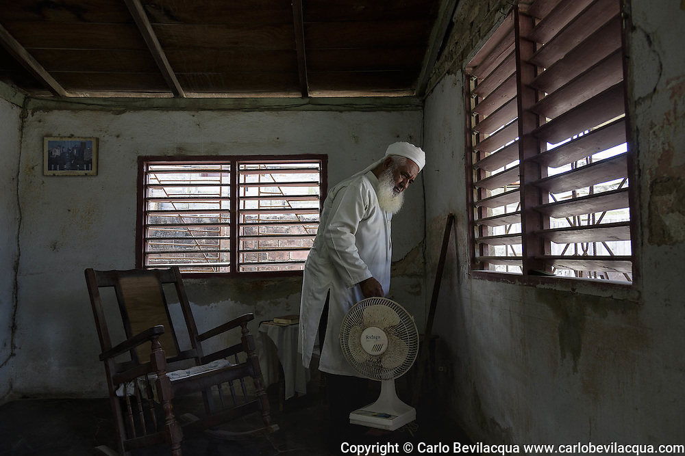 Yahya, formerly known as Juan Enrique Gler, was born in Camaguey where he still lives. He was an high school history teacher, now is retired and have to work as a shoeshine to live: he earns 5 pesos (0.20 USD) for every pair of shoes he works on.