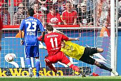 30.04.2010,  Rhein Energie Stadion, Koeln, GER, 1.FBL, FC Koeln vs Bayer 04 Leverkusen, 31. Spieltag, im Bild: Grosse Chance fuer Milivoje Novakovic (Koeln #11) gegen Rene Adler (Leverkusen #1) und Arturo Vidal (Leverkusen #23) (L)  EXPA Pictures © 2011, PhotoCredit: EXPA/ nph/  Mueller       ****** out of GER / SWE / CRO  / BEL ******