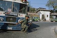 El Salvador. san Salvador, fighting with the guerilla inside the city , in mexicanos area.      / San Salvador, bataille a mexicanos, un  faubourg de la capitale avec la guerilla    Salvador  / SALV34301 2