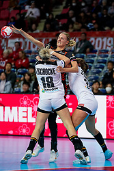 08-12-2019 JAP: Netherlands - Germany, Kumamoto<br /> First match Main Round Group1 at 24th IHF Women's Handball World Championship, Netherlands lost the first match against Germany with 23-25. / Kelly Dulfer #18 of Netherlands, Mia Zschocke #18 of Germany