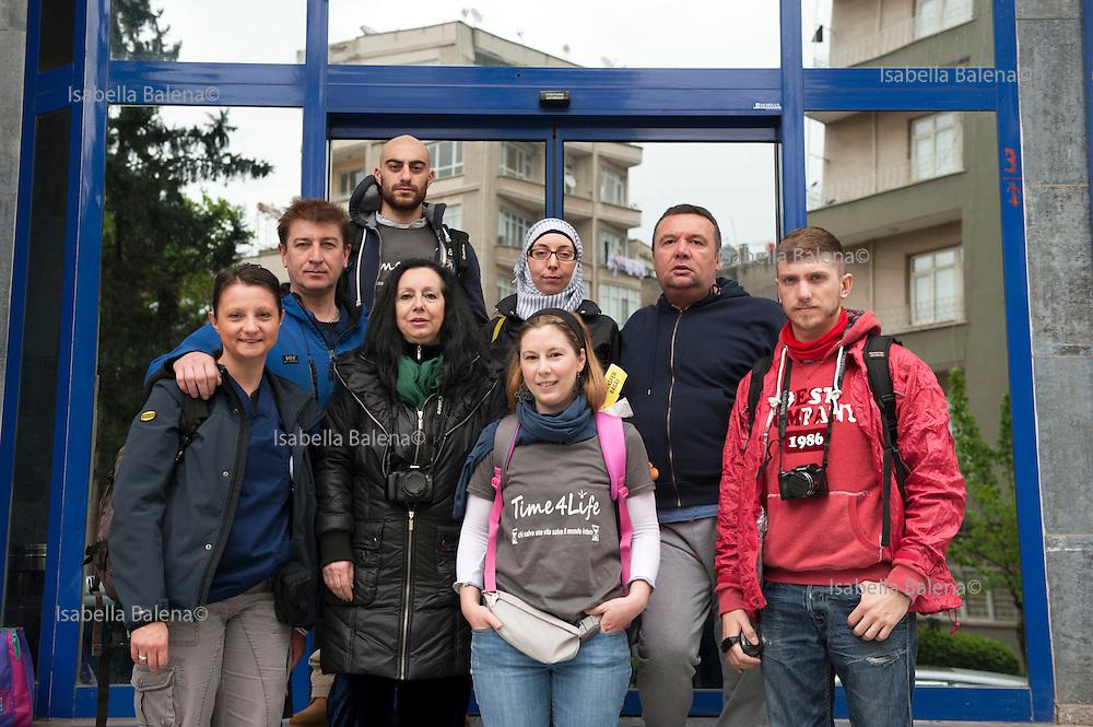 Time4life, organizzazione di volontariato italiana operante in Siria nel campo profughi di Bab al Salam, presso Azaz. Time4life Italian humanitarian organization operating in Syria at the refugee camp Bab al Salam, close to Azaz.