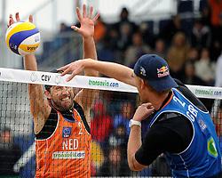03-06-2012 VOLLEYBAL: EK BEACHVOLLEYBAL FINAL: SCHEVENINGEN<br /> (L-R) Emiel Boersma, Jonas Reckermann<br /> &copy;2012-FotoHoogendoorn.nl