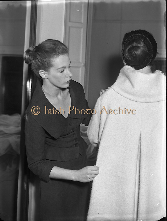 18 Year old dress designer, first fashion show Clodagh Phibbs, at Hibernian. <br /> 5th October 1956. irishphotoarchive.ie<br /> <br /> 05/10/1956