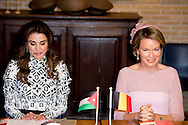 19-5-2016 BRUGGE king ABDULLAH II  and queen RANIA AL-ABDULLAH   with king Filip and queen Mathilde  pose on a Bridge photo opp in Bruges during  the 2 day Statevisit of king ABDULLAH II  and queen RANIA AL-ABDULLAH  of the kingdom of Jordania to Belgium COPYRIGHT ROBIN UTRECHT<br /> 19-5-2016 BRUGGE Koning Abdullah II en koningin RANIA AL-ABDULLAH met koning Filip en Mathilde koningin vormen op een foto van de Brug opp in Brugge tijdens de 2 dagen Statevisit van koning staatsbezoek Abdullah II en koningin RANIA AL-ABDULLAH van het koninkrijk van Jordania aan Belgi&euml; COPYRIGHT ROBIN UTRECHT