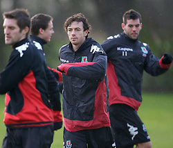 CHESTER, ENGLAND - Monday, February 4, 2008: Wales' Simon Davies during training at the Carden Park Hotel ahead of their friendly match against Norway. (Photo by David Rawcliffe/Propaganda)