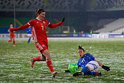 CESENA, ITALY - Tuesday, January 22, 2019: Wales' Helen Ward (L) and Italy's Ilaria Mauro during the International Friendly between Italy and Wales at the Stadio Dino Manuzzi. (Pic by David Rawcliffe/Propaganda)