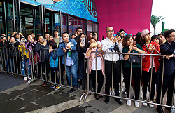 NANNING, CHINA - Saturday, March 24, 2018: Locals wait for the arrival of the players before a meet & greet event at the Nanning Wanda Mall during the 2018 Gree China Cup International Football Championship. (Pic by David Rawcliffe/Propaganda)