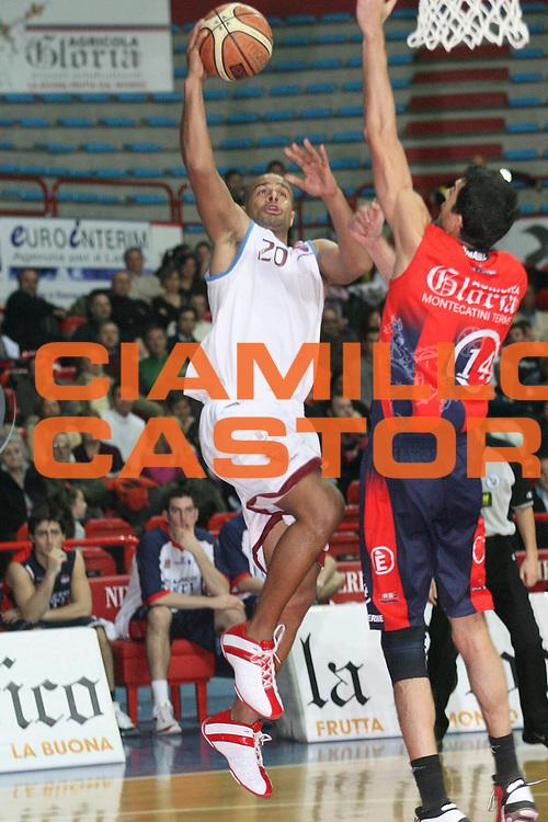 DESCRIZIONE : Montecatini Legadue 2006-07 Agricola Gloria Basket Rossoblu Montecatini Nuova ANG Sebastiani Rieti<br /> GIOCATORE : Smith<br /> SQUADRA : Nuova ANG Sebastiani Rieti<br /> EVENTO : Campionato Legadue 2006-2007<br /> GARA : Agricola Gloria Basket Rossoblu Montecatini Nuova ANG Sebastiani Rieti<br /> DATA : 18/02/2007<br /> CATEGORIA : Tiro<br /> SPORT : Pallacanestro<br /> AUTORE : Agenzia Ciamillo-Castoria/Stefano D'Errico