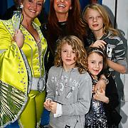 NLD/Amsterdam/20100114 - Uitreiking Twitteraar van het jaar 2009 prijs, Lone van Roosendaal en Leontien Borsato en kinderen Luca, Senna en Jada Maria