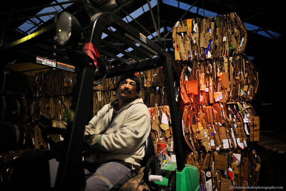 El Ceibo is a private recycling plant in Buenos Aires runned by former cartoneros, the word in Argentina for waste pickers.