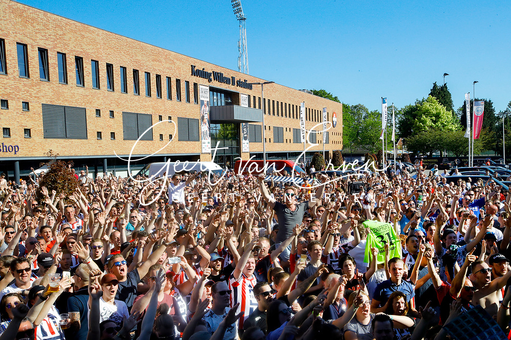 Supporters of Willem II celebrating the season