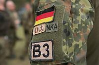 """03 APR 2012, LEHNIN/GERMANY:<br /> Badge / Pache mit Blutgruppe und Allergie-Hinweis NKA """"No known allergies"""", Kampfschwimmer der Bundeswehr trainieren """"an Land"""" infanteristische Kampf, hier Haeuserkampf- und Geiselbefreiungsszenarien auf einem Truppenuebungsplatz<br /> IMAGE: 20120403-01-169<br /> KEYWORDS: Marine, Bundesmarine, Soldat, Soldaten, Armee, Streitkraefte, Spezialkraefte, Spezialkräfte, Kommandoeinsatz, Übung, Uebung, Training, Spezialisierten Einsatzkraeften Marine, Waffentaucher"""