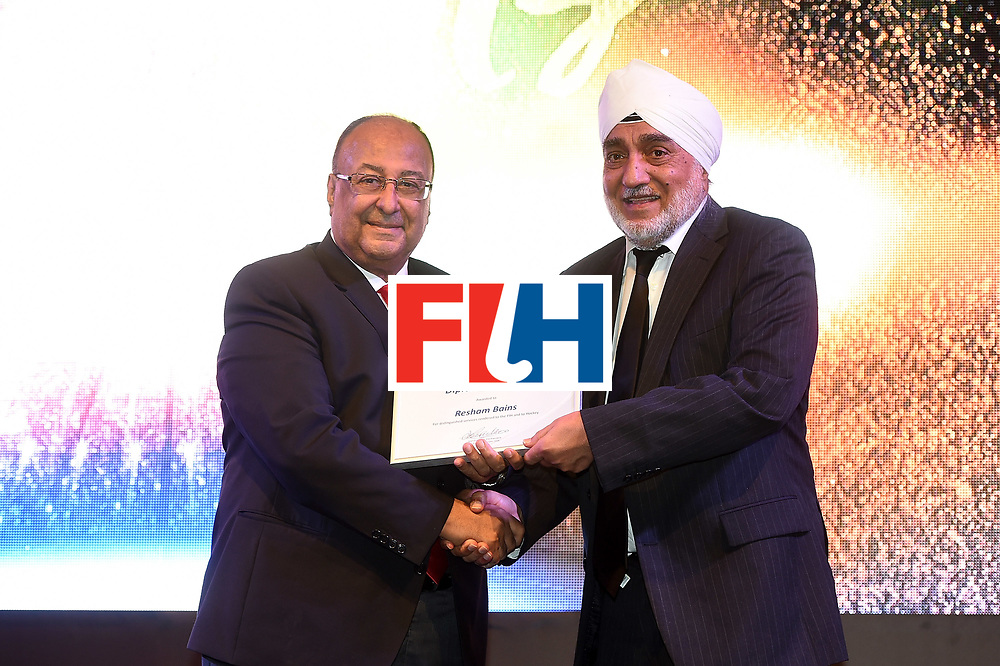 DUBAI, UNITED ARAB EMIRATES - NOVEMBER 11: Resham Bains recieves Diploma of Merit from Seif Ahmed at the 45th FIH Congress - Hockey Revolution Part 2 No Limits Ball on November 11, 2016 in Dubai, United Arab Emirates.  (Photo by Tom Dulat/Getty Images)