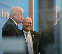 DEU, Deutschland, Germany, Berlin, 11.10.2018: BSI-Präsident Arne Schönbohm und Bundesinnenminister Horst Seehofer (CSU) in der Bundespressekonferenz bei der Vorstellung des Lageberichtes des Bundesamtes für Sicherheit in der Informationstechnik (BSI).