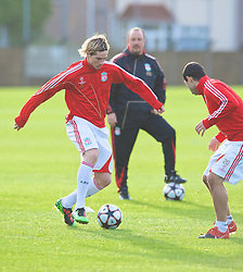 LIVERPOOL, ENGLAND - Tuesday, December 8, 2009: Liverpool's Fernando Torres training under the watchful eye of manager Rafael Benitez during a session at Melwood ahead of the UEFA Champions League Group E match against AFC Fiorentina. (Pic by David Rawcliffe/Propaganda)