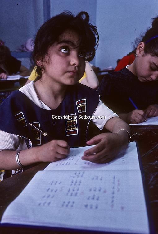 Yeshiva ( girls Jewish school) in Hara Sequira ; Jewish village  Djerba  Tunisia     /// Yeshiva pour filles  (école) dans le village juif de Hara Kebira  Djerba  Tunisie   /// R322/    L004831  /  P0008211