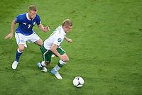 FUSSBALL  EUROPAMEISTERSCHAFT 2012   VORRUNDE Italien - Irland                       18.06.2012 Ignazio Abate (li, Italien) gegen Damien Duff (re, Irland)