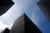"09 MAY 2005, BERLIN/GERMANY:<br /> Betonstehlen und der blaue Himmel, Denkmal fuer die ermordeten Juden Europas, einen Tag vor der Eröffnung<br /> The new memorial to the millions of Jews killed by the Nazis the ""Memorial to the murdered Jews of Europe"", on day before the official opening in central Berlin <br /> IMAGE: 20050509-03-004<br /> KEYWORDS: Denkmal für die ermordeten Juden Europas; Holocaust Mahnmal"
