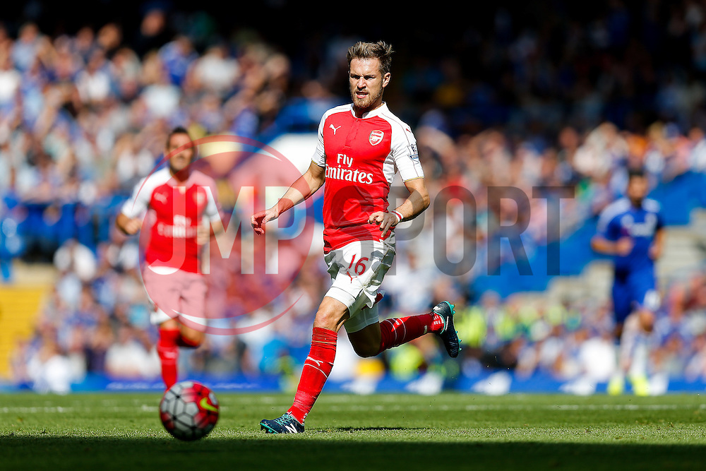 Aaron Ramsey of Arsenal in action - Mandatory byline: Rogan Thomson/JMP - 07966 386802 - 19/09/2015 - FOOTBALL - Stamford Bridge Stadium - London, England - Chelsea v Arsenal - Barclays Premier League.