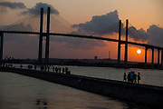 Natal_RN, Brasil...A Ponte de Todos - Newton Navarro (tambem conhecida como Ponte Forte-Redinha)  que faz a travessia sobre o Rio Pontengi, ligando a cidade ao litoral Norte...The Newton Navarro Bridge. It connects North Zone and the cities of the north coast to the South Zone and other regions of the city crossing Potengi River...Foto: LEO DRUMOND / NITRO