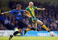Photograph:Scott Heavey.<br />Gillingham v West Bromwich Albion. Nationwide Duvision one. 04/10/2003.<br />Lee Hughes strides ahead of Chris Hope
