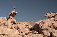 South America, Andes, Altiplano, Bolivia, Valle de los Rocas, Christian Heeb on the rocks