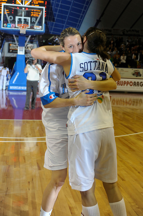 DESCRIZIONE : Venezia Additional Qualification Round Eurobasket Women 2009 Italia Croazia<br /> GIOCATORE : Macchi Sottana<br /> SQUADRA : Nazionale Italia Donne<br /> EVENTO : Italia Croazia<br /> GARA :<br /> DATA : 10/01/2009<br /> CATEGORIA : Esultanza<br /> SPORT : Pallacanestro<br /> AUTORE : Agenzia Ciamillo-Castoria/M.Gregolin<br /> Galleria : Fip Nazionali 2009<br /> Fotonotizia : Venezia Additional Qualification Round Eurobasket Women 2009 Italia Croazia<br /> Predefinita :