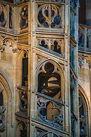 Prague, la ville aux mille tours et mille clochers, n&rsquo;a pas seulement inspire Andre Breton et les surrealistes. Chaque annee, la belle Tcheque seduit des millions d&rsquo;admirateurs du monde entier. Monuments, fa&ccedil;ades et statues racontent une histoire mouvementee ou planent les ombres du Golem, de Mucha ou de Kafka.<br /> Depuis 1992, le centre ville historique est inscrit sur la liste du patrimoine mondial par l'UNESCO<br /> Eglise Notre Dame de Lorette