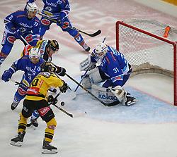 28.01.2018, Albert Schultz Halle, Wien, AUT, EBEL, Vienna Capitals vs EC VSV, 44. Runde, im Bild Felix Maxa (EC VSV), Julian Grosslercher (UPC Vienna Capitals), Stefan Bacher (EC VSV), Benjamin Nissner (UPC Vienna Capitals) und David Kicker (EC VSV) // during the Erste Bank Icehockey League 44th Round match between Vienna Capitals and EC VSV at the Albert Schultz Ice Arena, Vienna, Austria on 2018/01/28. EXPA Pictures © 2018, PhotoCredit: EXPA/ Thomas Haumer