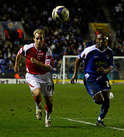 Photo: Steve Bond/Sportsbeat Images.<br /> Leicester City v Charlton Athletic. Coca Cola Championship. 29/12/2007. Luke Varney (L) and Darren Kenton (R) chase down the ball