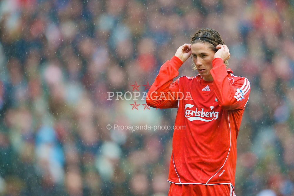 LIVERPOOL, ENGLAND - Saturday, March 8, 2008: Liverpool's Fernando Torres adjusts his alice band in the rain during the Premiership match against Newcastle United at Anfield. (Photo by David Rawcliffe/Propaganda)