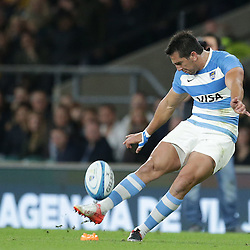 Santiagio Gonzalez Iglesias of Argetina kicks during the The Rugby Championship match between Argentina and Australia at Twickenham Stadium, Twickenham - 08/10/2016<br /> ©Matthew Impey / Wired Photos<br /> Picture by Matt Impey +44 7789 130347