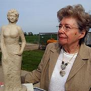 Beeld Sylvia Millecam met haar moeder Leny Millecam Noltenius van Elsbroek