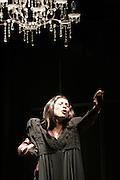 les bonnes de jean genet.mise en scene: alain timar.avec , odile grosset-grange , lisa pajon.theatre des helles festival off 2006.photos : Arnold Jerocki