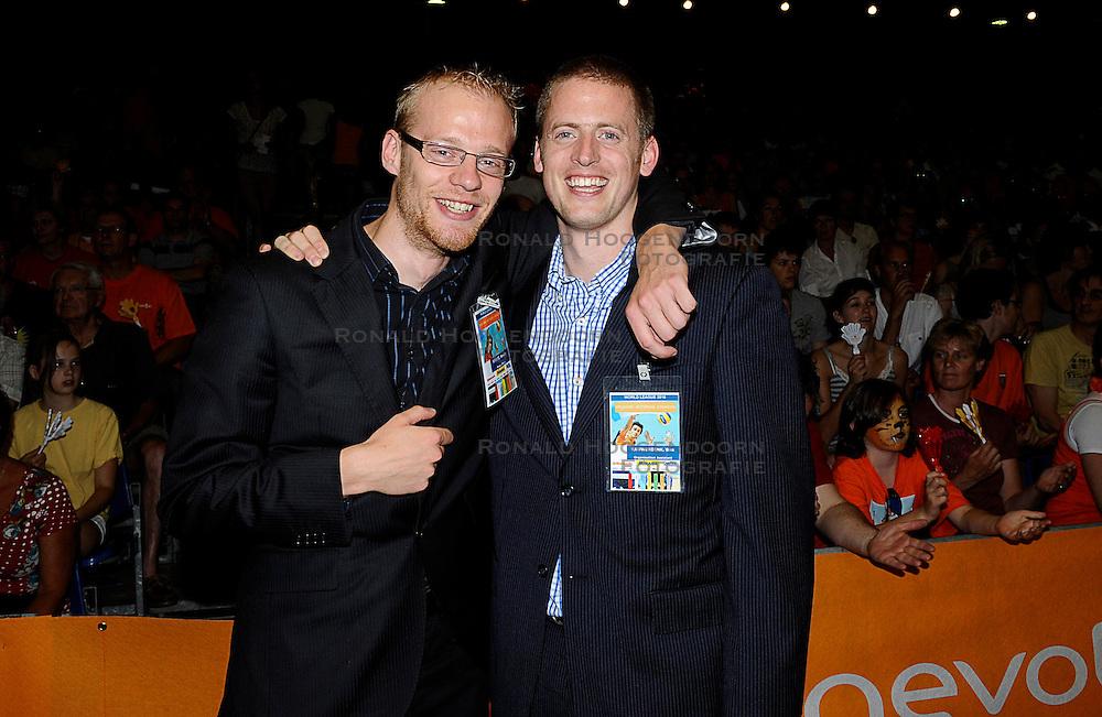 27-06-2010 VOLLEYBAL: WLV NEDERLAND - BRAZILIE: ROTTERDAM<br /> Nederland verliest met 3-2 van Brazilie / Wouter Stoltz en Bas Rauwerdink<br /> &copy;2010-WWW.FOTOHOOGENDOORN.NL