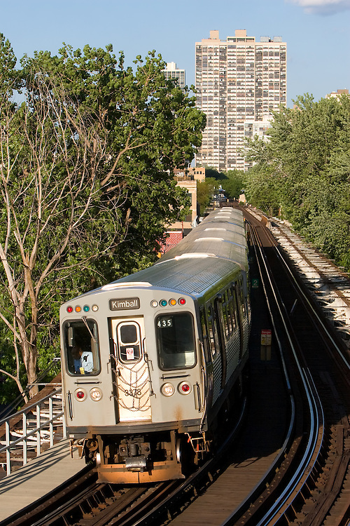 Bound for the end of the line at Kimball Ave, a northwest bound Brown Line L train rumbles through a curve in the Lincoln Park neighborhood on the north side of Chicago, IL.
